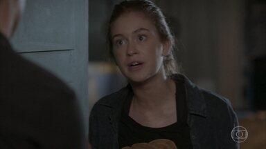 Eliza pede que Arthur ajude Jonatas - Arthur liga para a polícia e aceita levar Eliza até o cinema abandonado. Cida avisa Rosângela e promete dar notícias