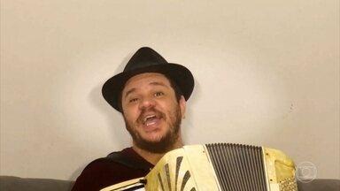 Confira a música bem humorada de Fábio Carneirinho - O cantor faz uma sátira sobre o coronavírus