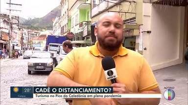 Em Nova Friburgo, RJ, imagens de descumprimento ao distanciamento social são registradas - Pessoas estavam fazendo atividades turísticas no Pico do Caledônia em plena pandemia.