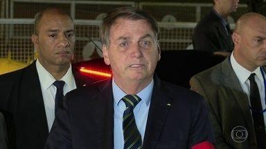 """""""E daí? Lamento. Quer que eu faça o quê?"""", diz Bolsonaro sobre mortes por coronavírus - Nesta terça (28), o Brasil bateu recorde diário de mortes notificadas por coronavírus: foram 474. Já morreram 5.017 pessoas por Covid-19 no país, superando o número de óbitos na China, onde começou a epidemia."""
