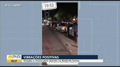 Grupos fazem oração e cantam para pacientes em frente a unidades de saúde do Pará - Grupos fazem oração e cantam para pacientes em frente a unidades de saúde do Pará
