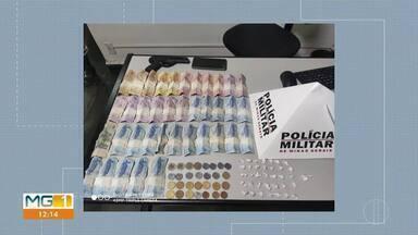 Jovem de 18 anos é preso por tráfico de drogas em Curvelo - Segundo a Polícia, durante patrulhamento, quando os militares se aproximaram, o suspeito tentou engolir uma pequena quantidade de drogas, mas não conseguiu e acabou preso.