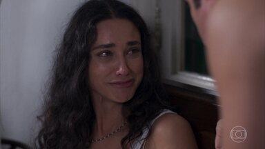 Ernesto diz a Filomena que não dá para casar com ela - Ele alega falta de dinheiro e exige que ela trabalhe pra ajudar
