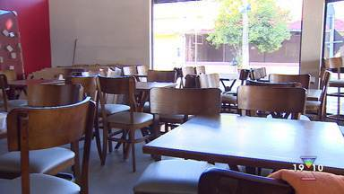Com dificuldades financeiras, Bares e restaurantes fecham as portas em São José - Segundo Sinhores, 60% dos estabelecimentos podem quebrar se não houver ajuda substancial do governo.