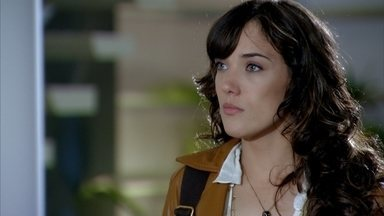 René tenta convencer Patrícia a ficar, mas não tem sucesso - Patrícia afirma que vai se mudar para o Recanto de Zambeze e pede que o pai mantenha sua mesada. Crô faz de tudo para acalmar a madame e a convence que Patrícia voltará para casa logo