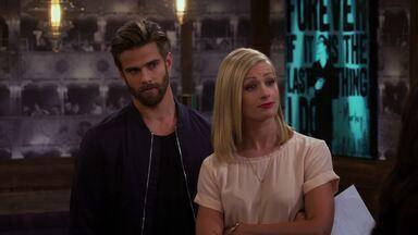 E as Duas Estreias - Parte 1 - As meninas dão os retoques finais na nova confeitaria. Max lida com as consequências de seu recente término com Randy; e Sophie e Oleg se preparam para o nascimento do bebê.