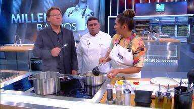 Claude prova arroz de porco - Ele questiona que só os mestres provam as comidas