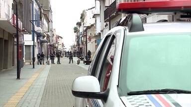 Justiça decreta 'lockdown' em São Luís e mais 3 cidades no Maranhão - Veículos particulares não vão mais poder entrar e sair de São Luís. Os carros só vão poder ir às ruas para compras de mercado, medicamentos ou levar profissionais ao trabalho em serviços essenciais.