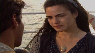 Capítulo 1 - Matteo e Giuliana se conhecem e se apaixonam no navio que ruma ao Brasil. Gumercindo fala sobre os italianos que chegarão para trabalhar no cafezal. Uma peste atinge o navio.