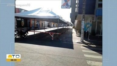 Prefeitura de Gurupi monta tenda para acomodar moradores em fila da Caixa Econômica - Prefeitura de Gurupi monta tenda para acomodar moradores em fila da Caixa Econômica
