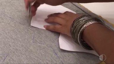 'Momento Mais Diário': exemplo de solidariedade - A Priscila tem uma oficina de costura e recebeu de amigos doação de roupas usadas para confeccionar máscaras.