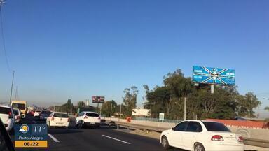 Chegada de Porto Alegre pela freeway tem congestionamento nesta segunda-feira - Assista ao vídeo.