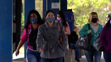 Decreto estadual determina uso obrigatório de máscara em metros e ônibus intermunicipais - A obrigatoriedade do uso de máscaras também é válida para taxistas e motoristas de aplicativos.