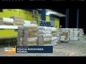 PRF apreende cerca de cinco toneladas de maconha escondidas em carreta-tanque, em Minas - Motorista contou que seguia do Mato Grosso do Sul para Salvador (BA); ele conseguiu fugir enquanto os policiais revistavam o veículo e ainda não foi localizado.