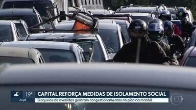 Capital fortalece medidas de isolamento social - Bloqueios de avenidas geram congestionamentos
