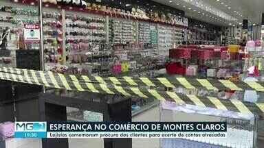 Lojistas comemoram procura dos clientes para acerto de contas atrasadas - Comércio foram fechados após publicação de decretos municipais. Medidas têm como foco a prevenção ao coronavírus.