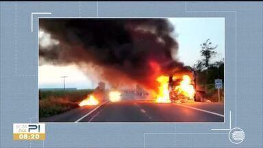 Ônibus pega fogo em rodovia do Piauí - Ônibus pega fogo em rodovia do Piauí