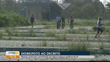 Moradores de João Pessoa continuam desrespeitando o decreto de isolamento social - Apesar do fechamento da orla e parques públicos, pessoas ainda circulam nestes locais na capital.