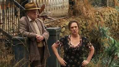 Cunegundes espanta possíveis compradores da fazenda - Ela se irrita com as críticas que escuta sobre sua propriedade