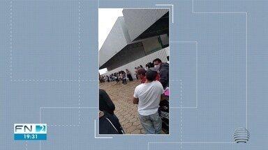 Em busca de oportunidade, moradores encaram fila quilométrica por emprego - Situação ocorreu em Martinópolis nesta quarta-feira (6). Confira na reportagem.