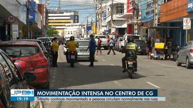 Mesmo com medidas de isolamento, movimentação continua intensa no centro de CG - Trânsito continua movimentado e pessoas circulam normalmente nas ruas.