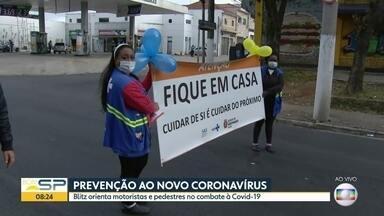 Prevenção ao novo coronavírus - Blitz orienta motoristas e pedestres no combate à Covid-19.