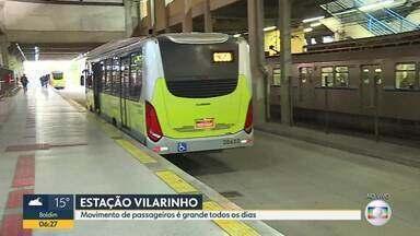 Veja o movimento na Estação Vilarinho, em Venda Nova - Terminal fica perto de grandes corredores de tráfego da capital, como as avenidas Cristiano Machado, Pedro I e Vilarinho. Além disso, lá ainda funciona uma estação do metrô, por isso a circulação de pessoas é grande.