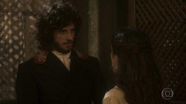 Elvira dá dinheiro para Germana deixar a casa livre para ela e Joaquim - Ela segue as instruções para conquistar o amor do marido, mas Joaquim sai correndo