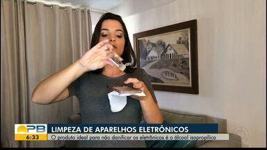 Confira como fazer a limpeza de aparelhos eletrônicos - Confira os detalhes na reportagem de Larissa Pereira.