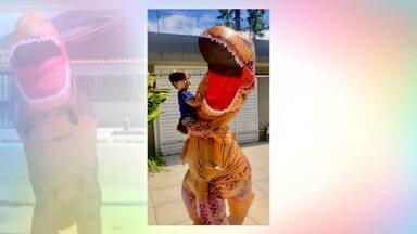 No AC, dentista que trabalha na UPA se veste de dinossauro para poder ver a filha - No AC, dentista que trabalha na UPA se veste de dinossauro para poder ver a filha