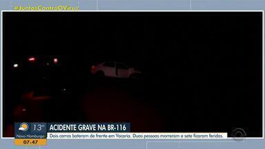 Duas pessoas morrem e sete ficam feridas em acidente na BR-116, na Serra - Dois carros bateram de frente. Segundo a PRF, um dos veículos invadiu a pista contrária.