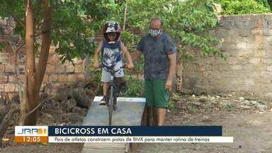 """Pistas caseiras viram """"febre"""" entre pequenos pilotos de BMX em Roraima - Veja os principais destaques do esporte dessa segunda-feira."""