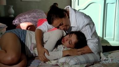 Griselda conforta Amália - Amália sofre ao se lembrar de Rafael
