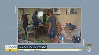 Vizinhos doam cestas básicas aos necessitados - Moradores se reuniram e fizeram 30 cestas basicas para famílias carentes no Caminho São José.