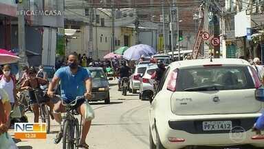 Olinda intensifica fiscalização para que decreto de quarentena seja respeitado - Em alguns bairros, ainda havia muitas pessoas nas ruas nesta terça-feira (12).