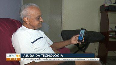 Chamadas de vídeo ajudam as pessoas se aproximarem durante a quarentena - A tecnologia tem ajudado pessoas reduzirem a distância durante a quarentena.