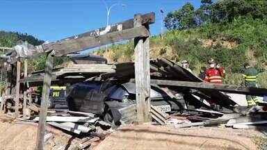 Homem morre atropelado em ponto de ônibus na rodovia em Viana, ES - Vítima tinha 79 anos.