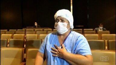 Enfermeiros do HGG recebem homenagem de parentes, em Goiânia - Na semana deles, os profissionais receberam vídeos com depoimentos emocionantes.