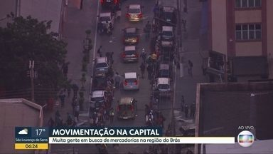 Muita gente na rua - Movimentação intensa na região do Brás.