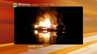 Incêndio atinge pesqueiro dentro de parque em Jarinu - Um incêndio atingiu um pesqueiro que fica dentro de um parque, em Jarinu (SP), na noite de terça-feira (12). As chamas assustaram quem passava pelo local.