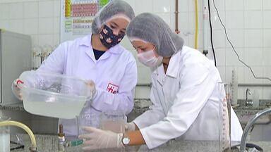 Etec de Santa Isabel produz álcool em gel para distribuir a hospitais e entidades - Projeto é feito nas Etecs e Fatecs de todo o Estado.