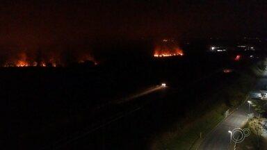 Bombeiros trabalham por cinco horas para apagar fogo em área de mata em Itu - Local possui tamanho equivalente a 13 campos de futebol.