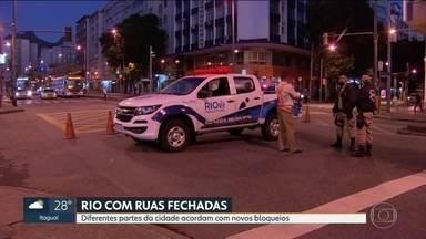 Rio amanhece com bloqueios de circulação - Vários pontos da cidade começaram o dia bloqueados para evitar aglomerações de pessoas