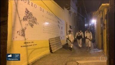 Moradores do Morro da Providência se unem e tomam providências para combater coronavírus - Através da Associação de Moradores, eles conseguiram a doação de cestas básicas com parceiros do entorno e até mesmo a sanitização de ruas e vielas.