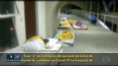 Enfermeiros dormem em colchões no chão, dentro do hospital de campanha do Maracanã - Imagens mostram dormitórios dos enfermeiros sem estrutura e conforto para os profissionais, enquanto o dormitório dos médicos, é um local com todo conforto. Enfermeiros dormem em colchonetes no chão.