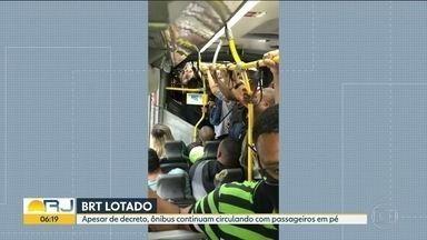 Estação de Santa Cruz segue com longas filas - Apesar de decreto, ônibus continuam partindo com passageiros em pé