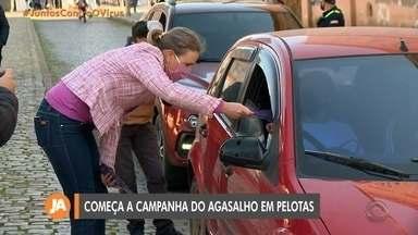 Campanha do agasalho inicia em Pelotas no formato drive thru - Assista ao vídeo.