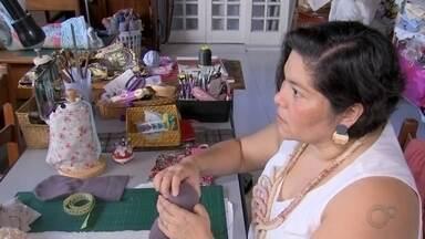 Artesãos investem nas vendas online para driblar impactos da pandemia - As pessoas que trabalham com artesanato foram diretamente impactadas com a pandemia do coronavírus. Sem as tradicionais feiras para mostrar os produtos, a dica é apostar nas vendas pela internet.