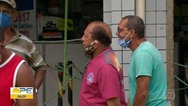 Ruas de Jaboatão têm movimento intenso e pessoas usando máscada erradamente - Flagrante foi feito no domingo (17).