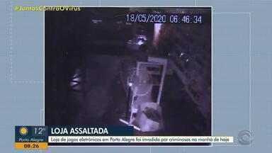 Loja de videogames é assaltada em Porto Alegre nesta segunda-feira (18) - Suspeitos fugiram do local.
